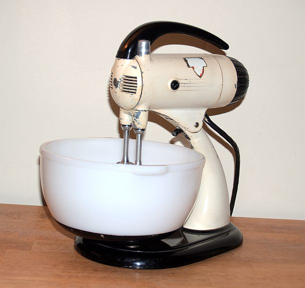 This Mixer Is From The Early 1950 S I Remember Licking The Bowl And Beaters Many Times While My Mother Prepared Cakes And Cookies