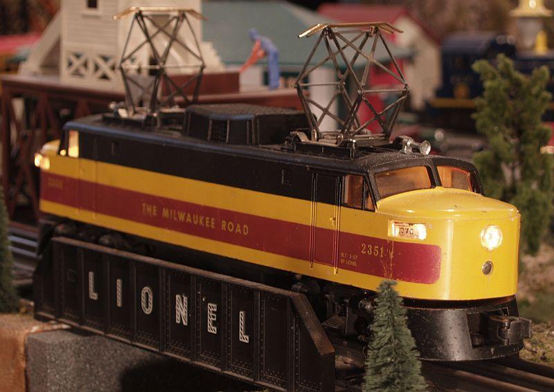 toy_train_2351_on jpg